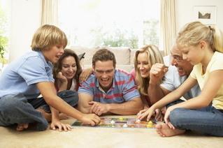 семья проводит время вместе