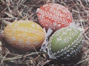 Красим яйца на Пасху сахарными узорами